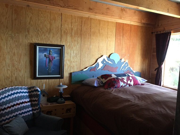 Lodge - Queen Bedroom